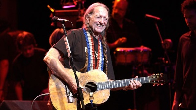 Willie-Nelson-on-stage_20150918223903-159532