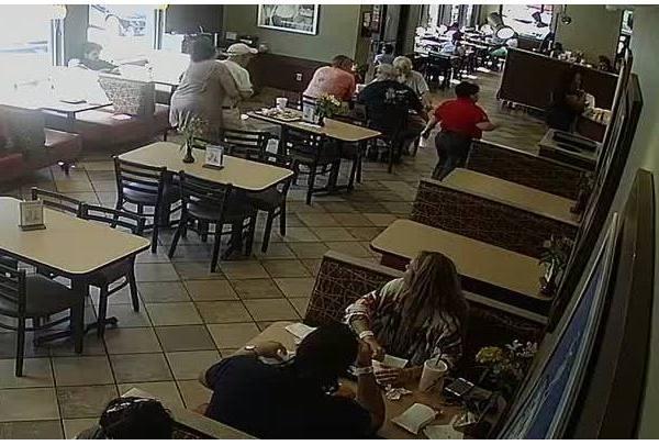 Customer, employee help man choking at south Austin Chick Fil A-846655081