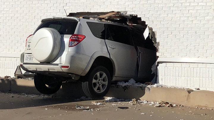Vehicle Into Building, 2200 Block 19th Street (11-5-18) - 720