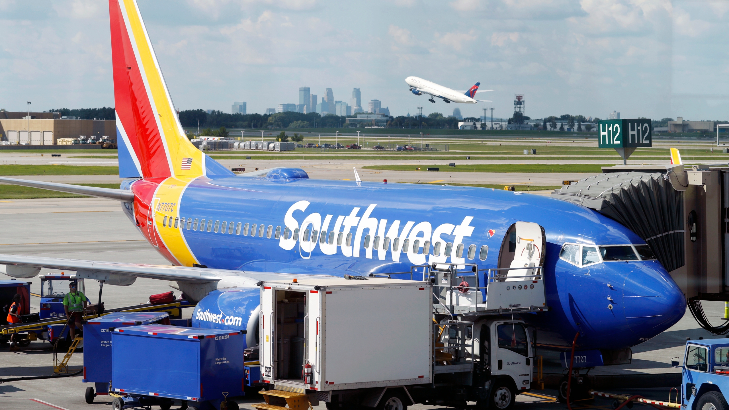 Earns Southwest Airlines_1551304718340