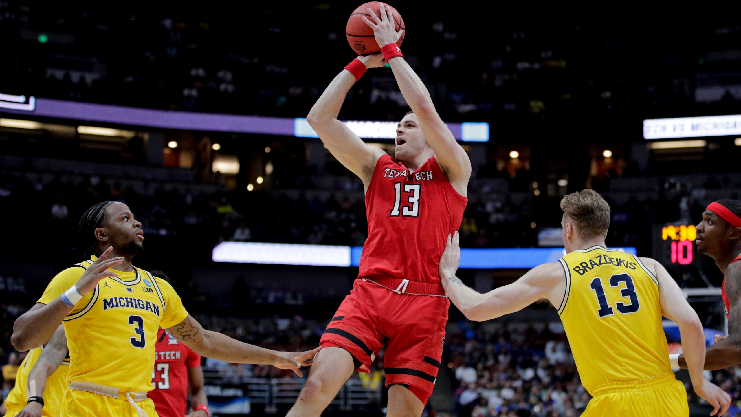 NCAA_Texas_Tech_Michigan_Basketball_48458-159532.jpg38000383