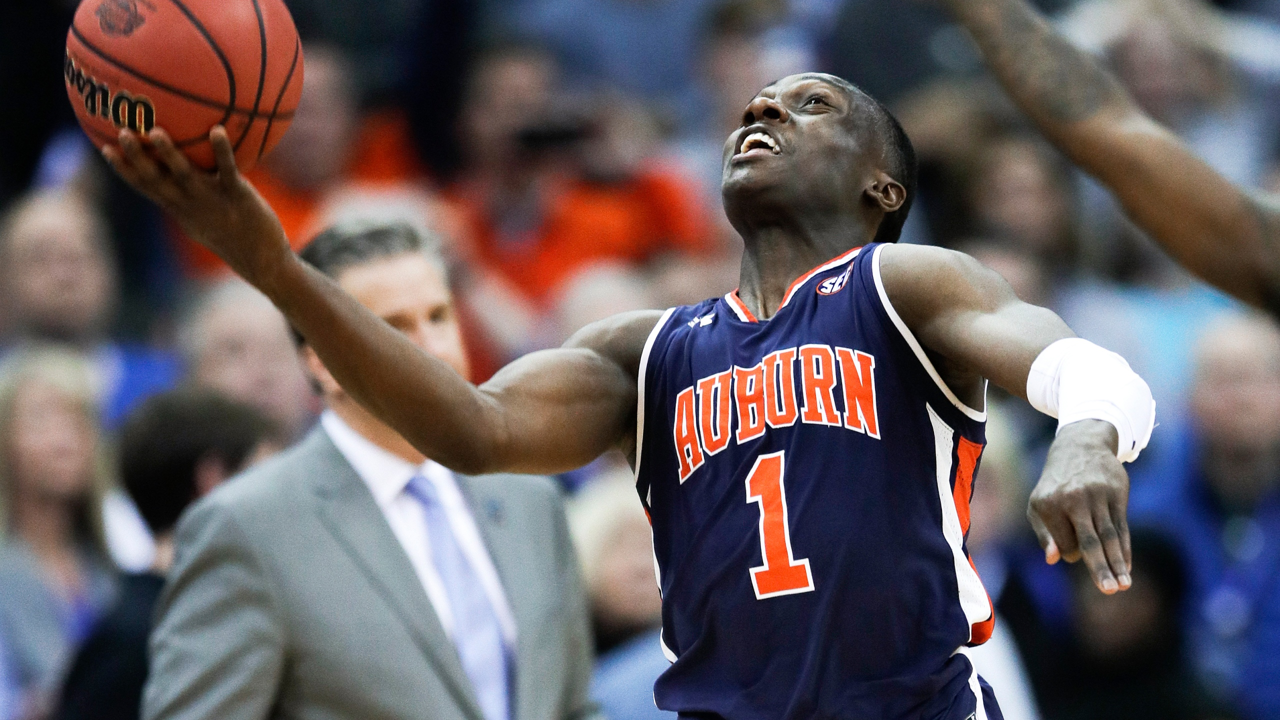 APTOPIX_NCAA_Auburn_Kentucky_Basketball_30109-159532.jpg74493041