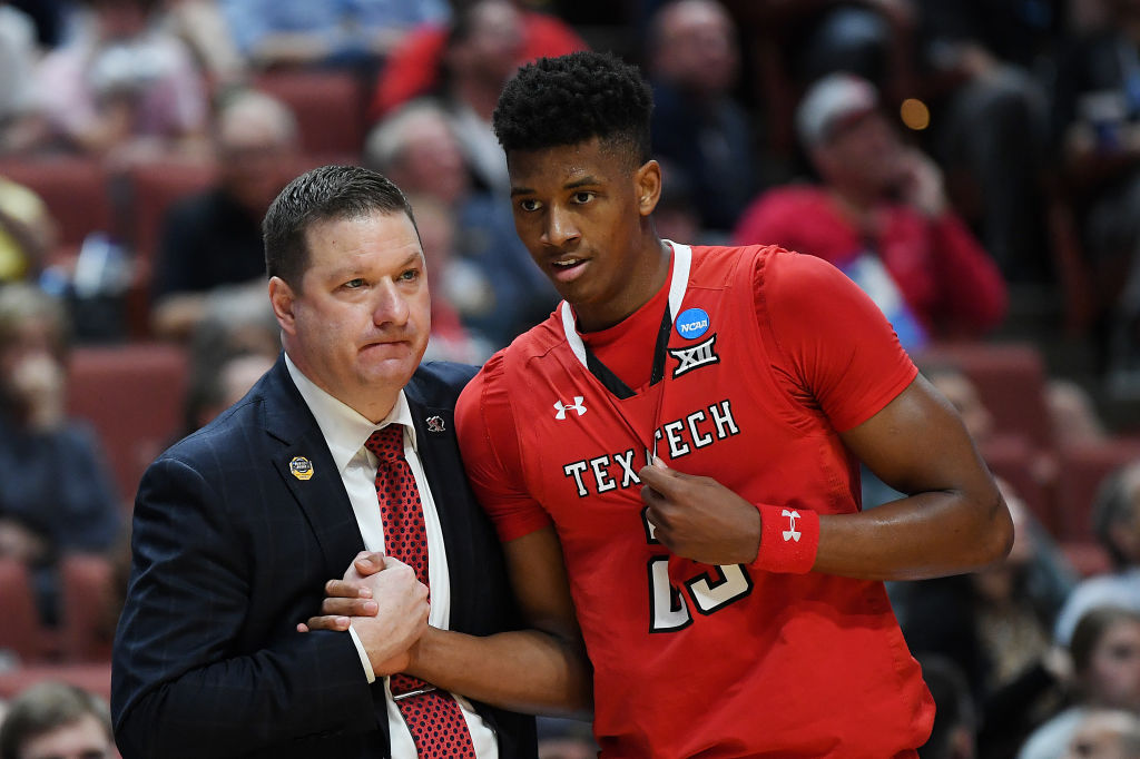 Jarrett Culver with Coach Chris Beard hh2_9023_2019032884238913.jpg_1553866263202 Texas Tech vs Michigan