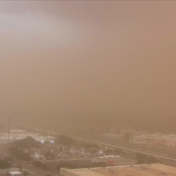 Wall of dirt blasts Lubbock at 60 mph Wednesday