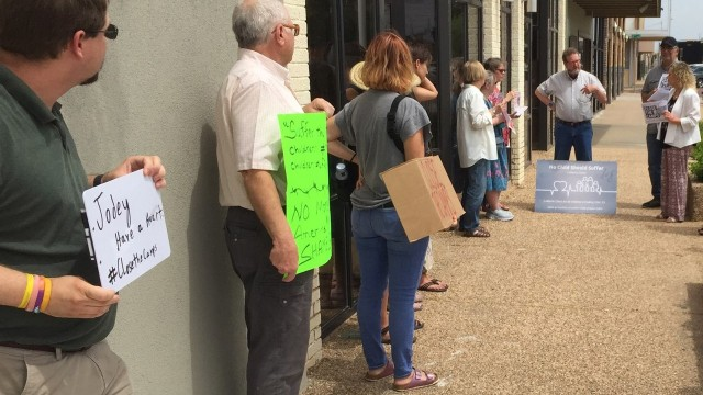 Protesters in Lubbock urge Arrington to push for detention center shutdown