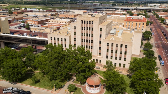 Lubbock Co. Courthouse dealing with heat after chillers go out, county clerks office closing at 3 p.m.