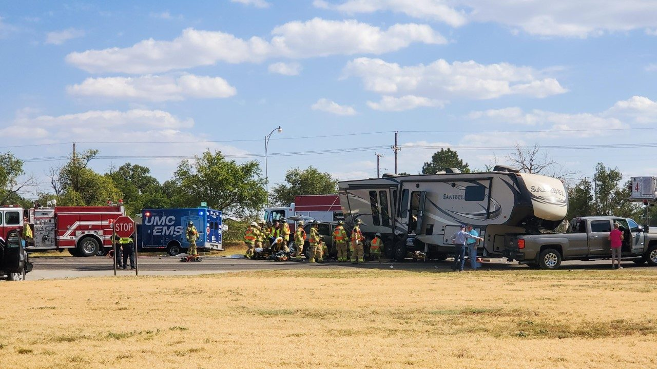 One person seriously injured after RV/SUV crash | KLBK