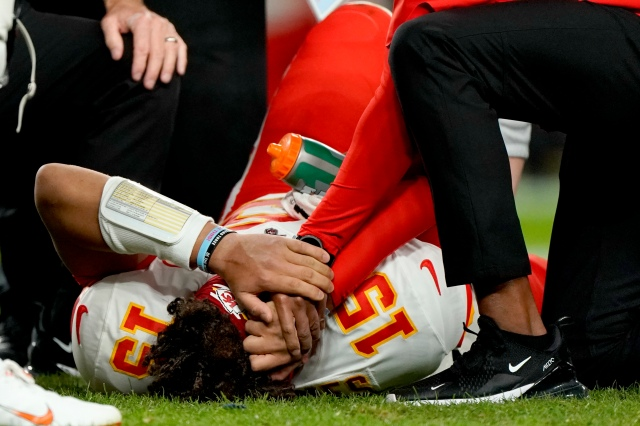 Athletes take to Twitter to send Mahomes well wishes after injury