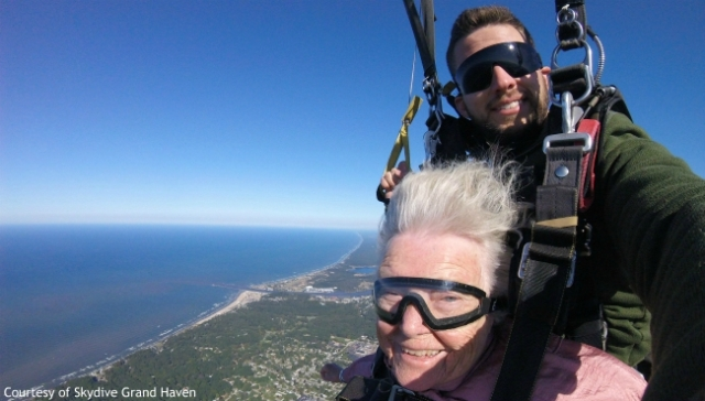 94-year-old spends birthday skydiving