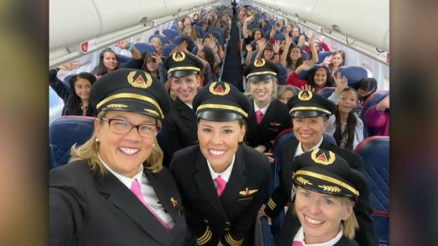 All-female flight crew flies 120 girls to NASA to promote gender equality