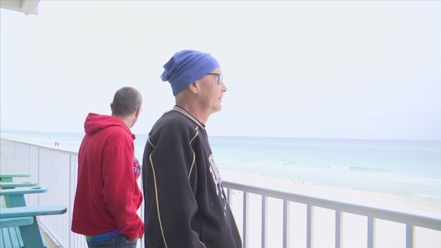 Man with terminal cancer experiences the beach for the first time