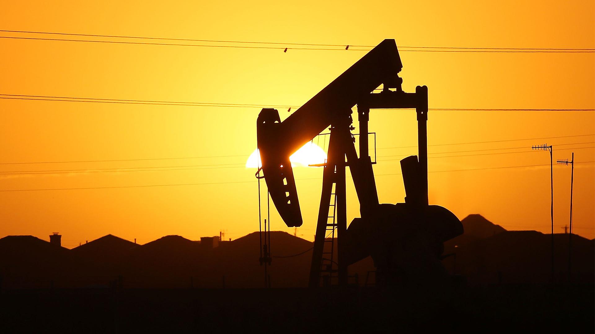 Texas Oil, Oil Derrick, Pumpjack (Getty Images) - 1920