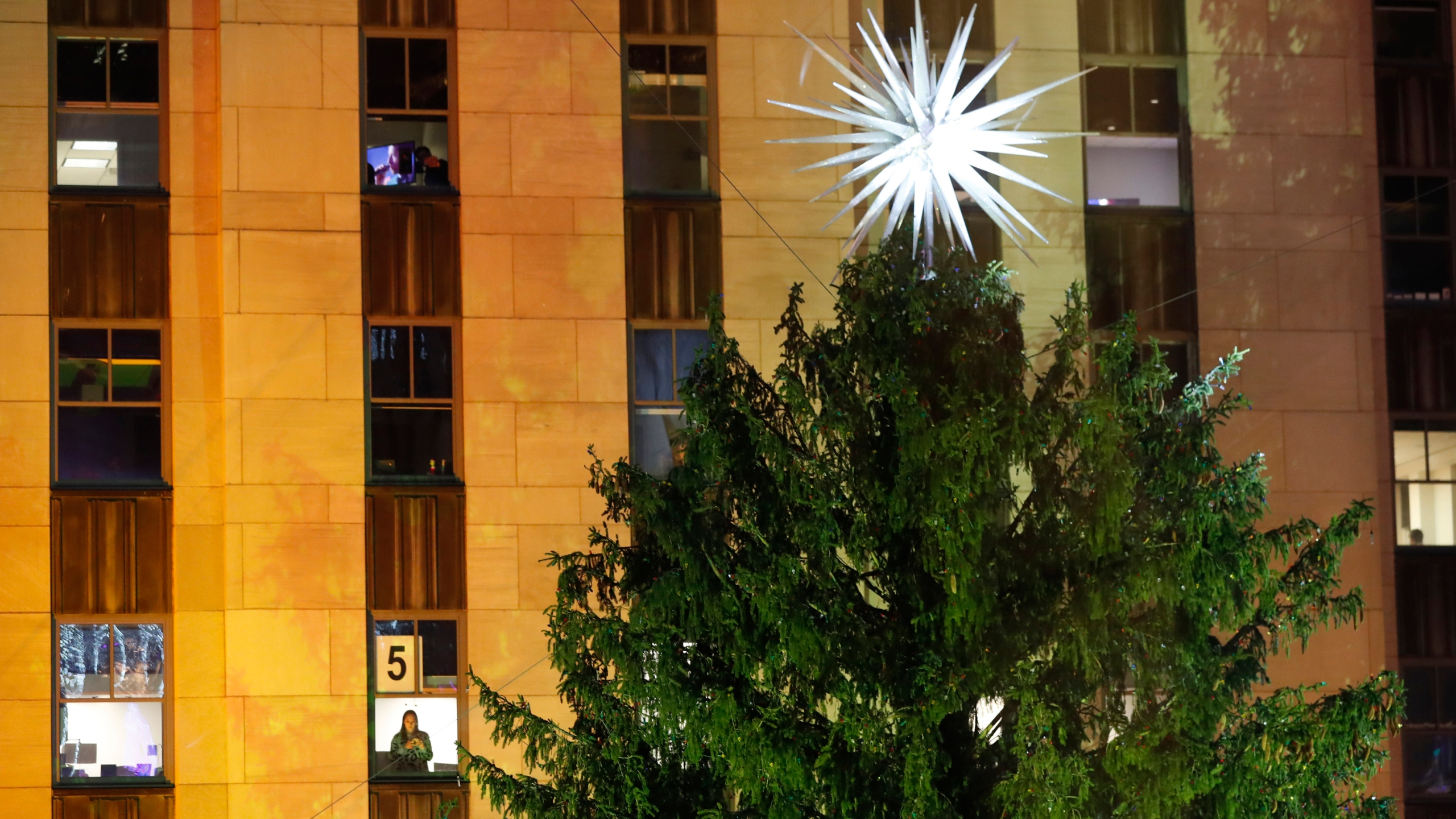 tis the season rockefeller center christmas tree lights up klbk kamc everythinglubbock com 2